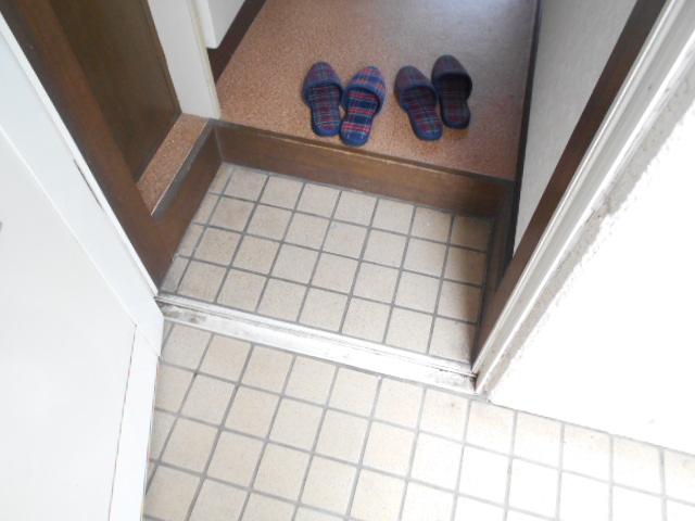 サンライズ桜ヶ丘 102号室の玄関