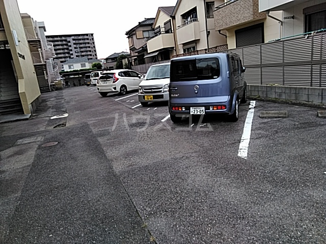 サンハイツしのぎ 201号室の駐車場