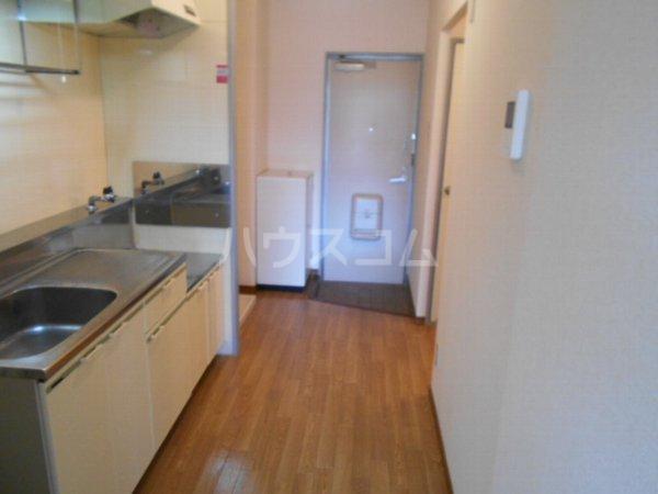 サープラスワン岩田 101号室のキッチン
