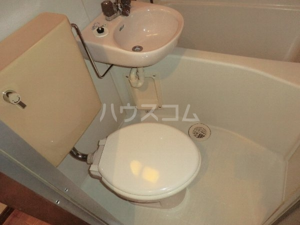 プリミエール八光 301号室のトイレ