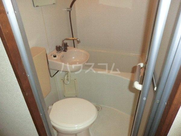 プリミエール八光 301号室の洗面所