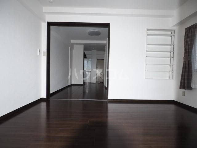 イナダマンション 504号室のリビング