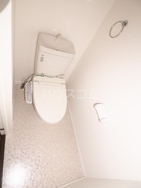 イナダマンション 504号室のトイレ
