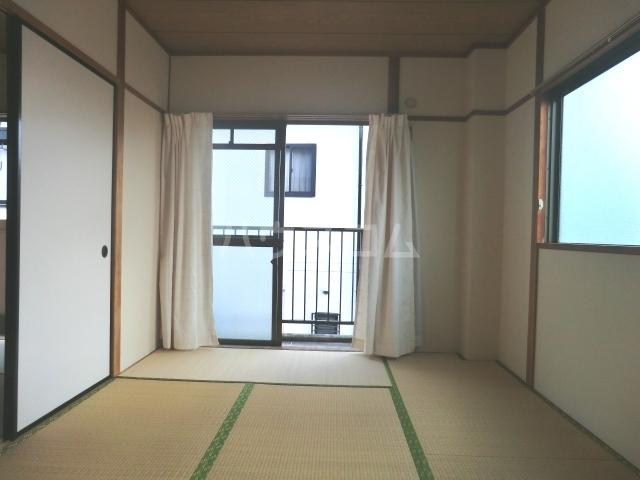 コーポ富丘 202号室の居室
