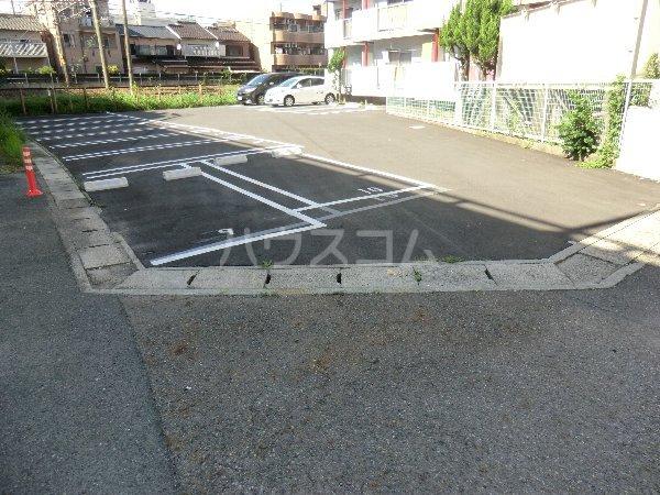 マンション横井 501号室の駐車場