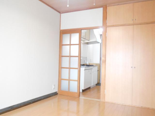スカイハイム伊藤 203号室の居室