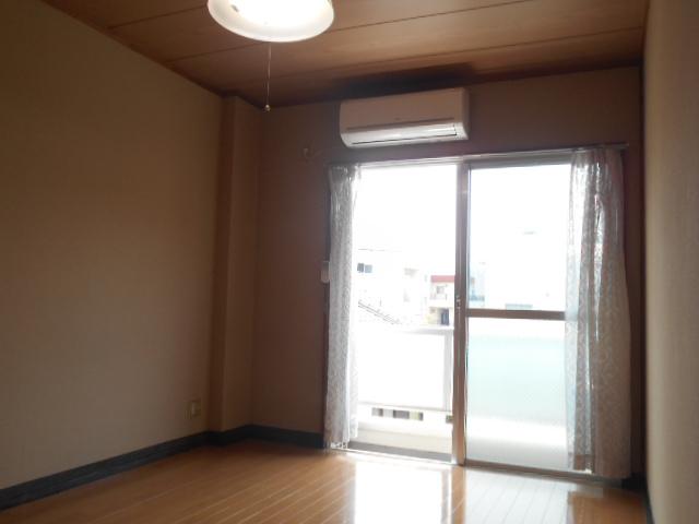 スカイハイム伊藤 203号室のリビング