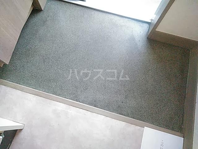 メゾン西立川 101号室の玄関