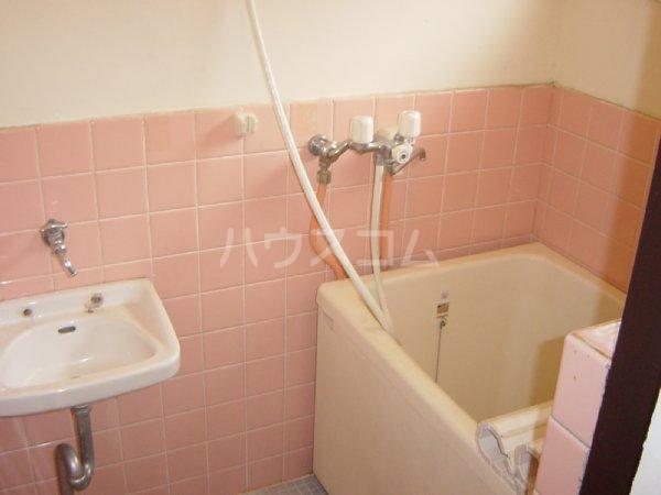 メゾン新川口東棟 102号室の洗面所
