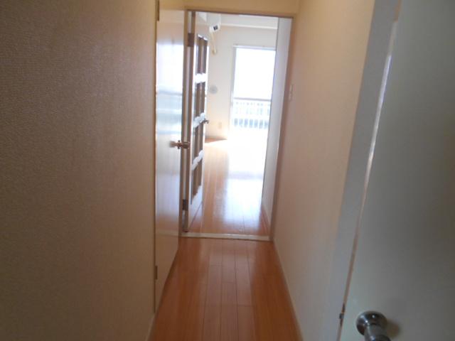 シャトルブラウンB 303号室のリビング