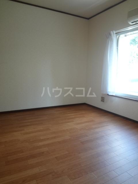 コーポワタナベ 102号室の居室
