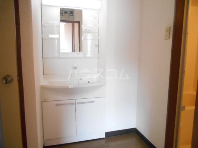クレスポ 301号室の洗面所