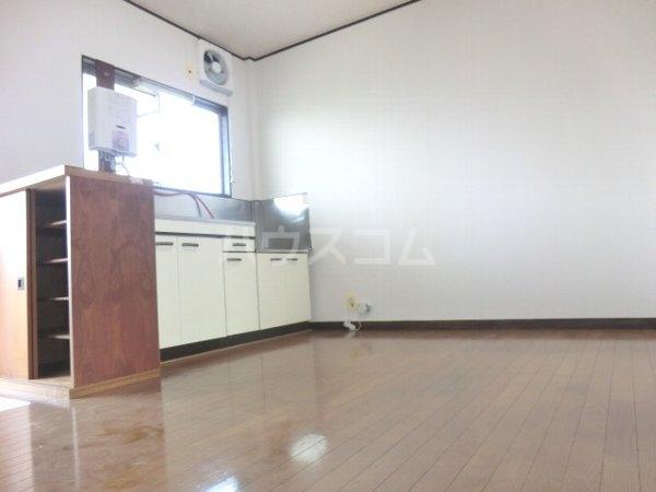 レジデンス南平1号棟 201号室のキッチン