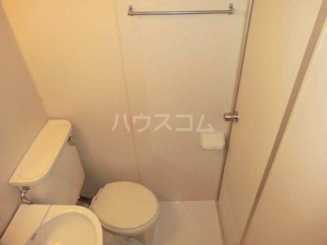 峰岸ビル 302号室のトイレ