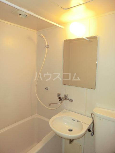 峰岸ビル 302号室の洗面所