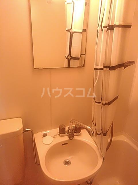 ジェネシス平成 101号室の洗面所