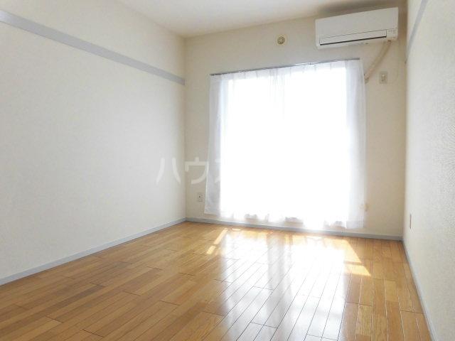 ハイツ東山D 202号室の居室