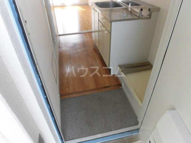 ハイツ東山D 202号室の玄関