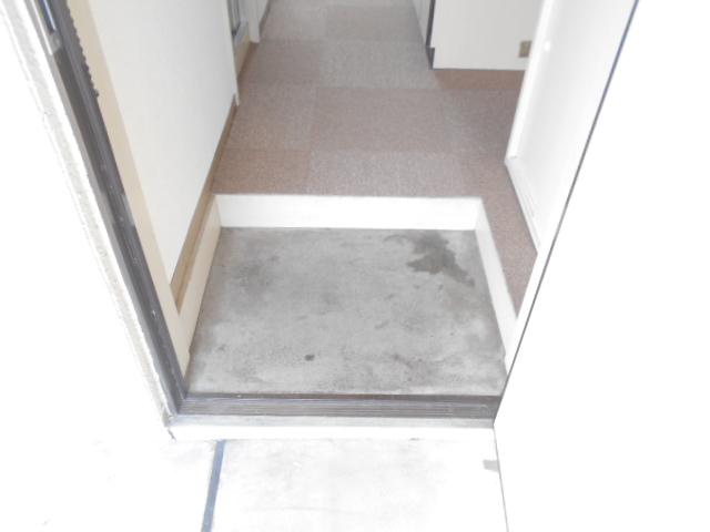 フラワーマンション 302号室の玄関