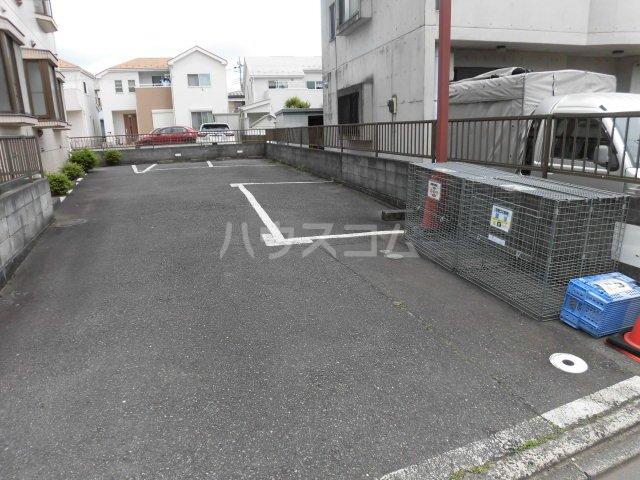 中澤マンション 201号室の駐車場