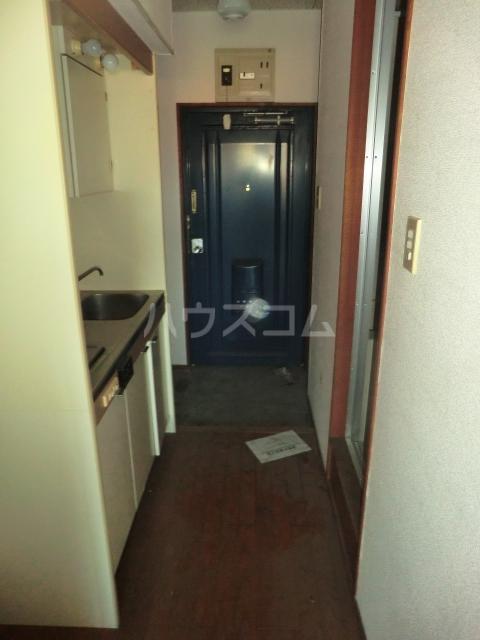 シャトー若杉 305号室の玄関