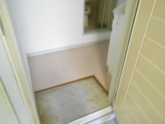 セフィール程久保 106号室の玄関