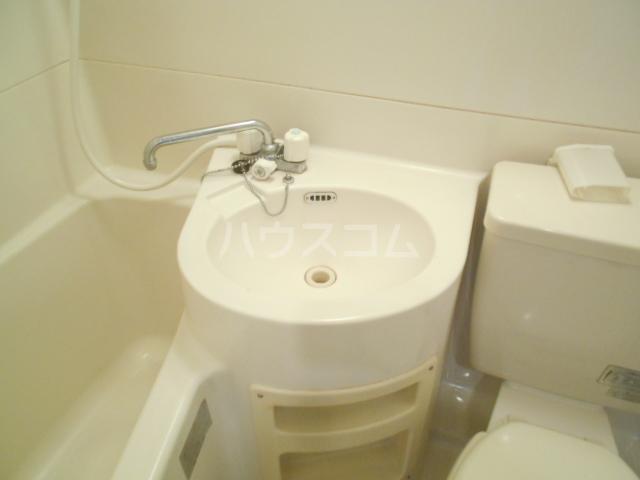 メゾン南平 A401号室の洗面所