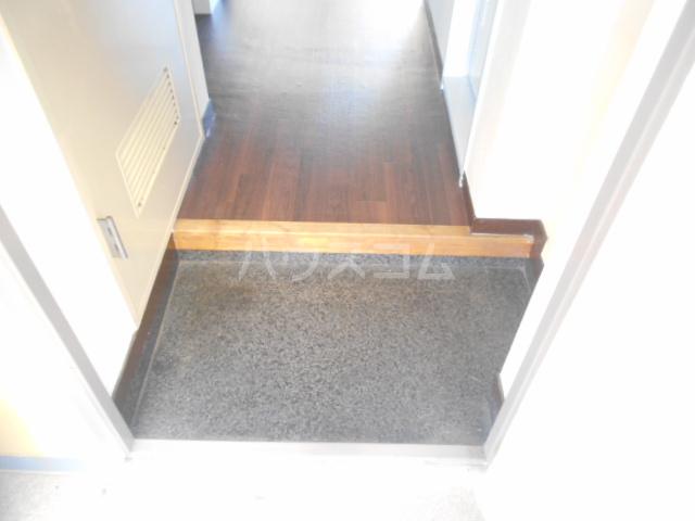 メゾン南平 A401号室の玄関