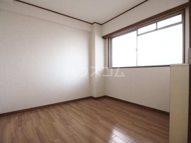 メゾン和幸 401号室のベッドルーム