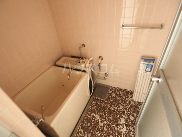 メゾン和幸 401号室の風呂