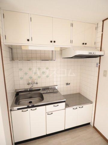 メゾン和幸 401号室のキッチン