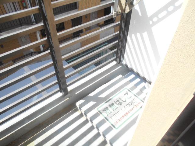 サンドルフ多摩 105号室のバルコニー