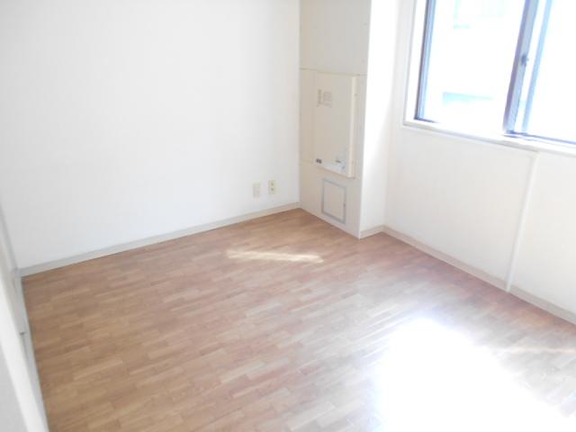 サンドルフ多摩 105号室の居室