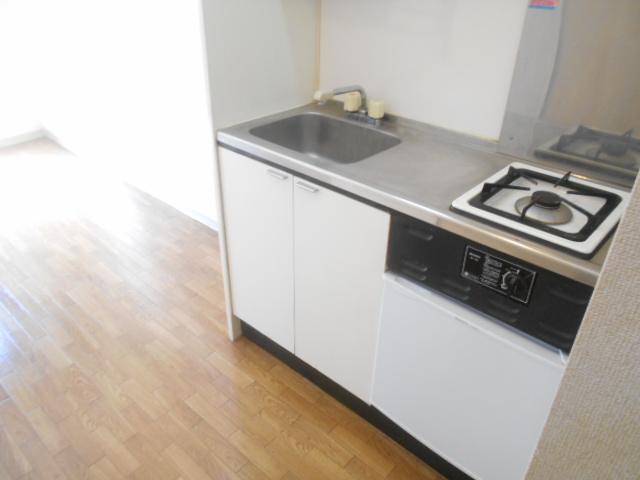 サンドルフ多摩 105号室のキッチン