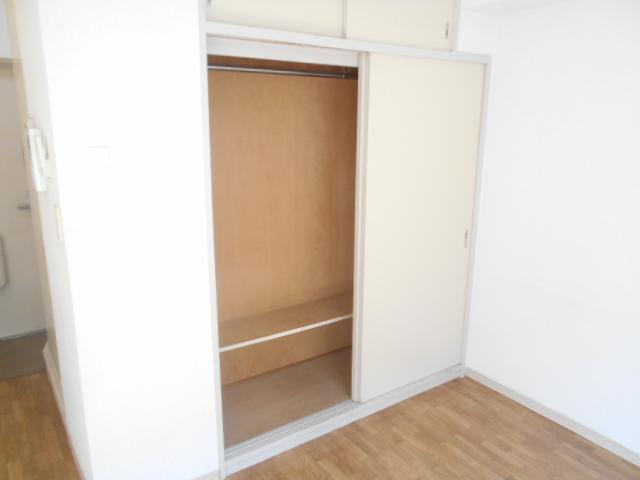サンドルフ多摩 105号室の収納