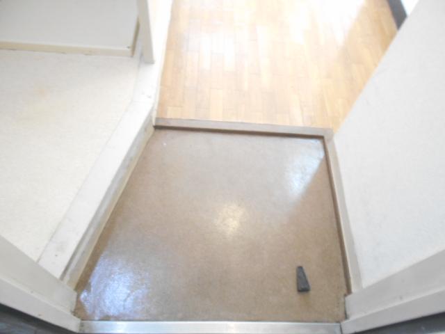 サンドルフ多摩 105号室の玄関