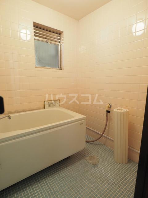コーポ瑠璃 402号室の風呂