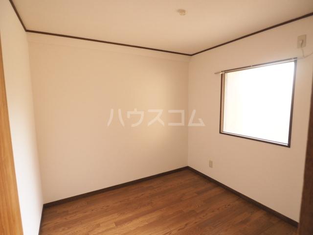 コーポ瑠璃 402号室のベッドルーム