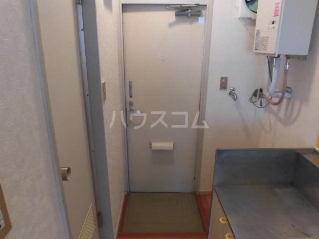 エステートピア富士森・1号棟 101号室の玄関