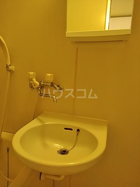 ジョイフル足立 201号室の洗面所