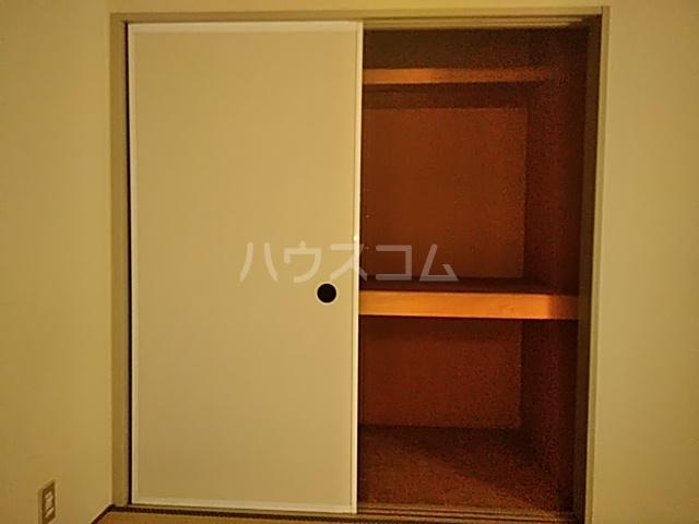 ジョイフル足立 201号室の収納