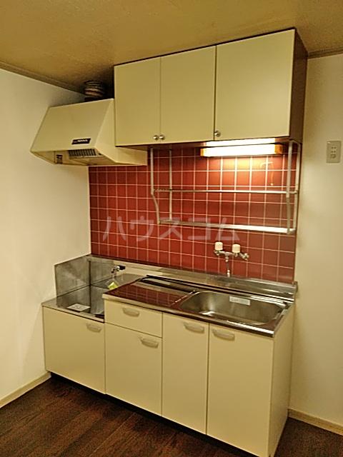 ジョイフル足立 201号室のキッチン