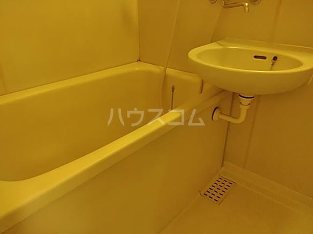 ジョイフル足立 201号室の風呂