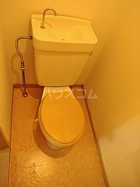 ジョイフル足立 201号室のトイレ