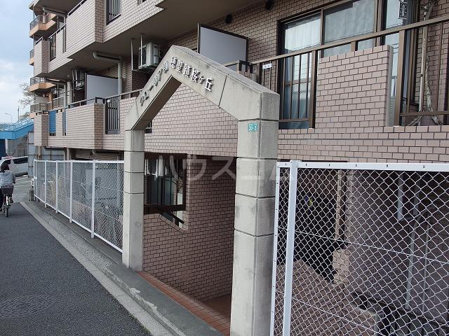 グローリア初穂聖蹟桜ヶ丘 101号室のエントランス