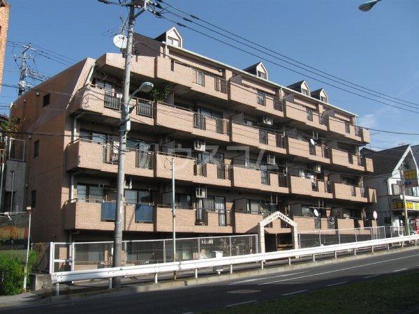 グローリア初穂聖蹟桜ヶ丘 101号室の外観