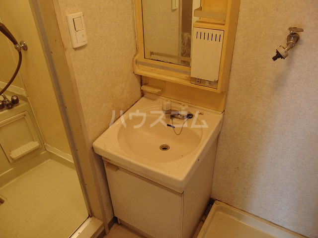 グローリア初穂聖蹟桜ヶ丘 101号室の洗面所