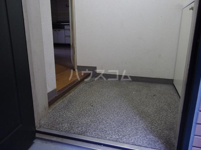 グローリア初穂聖蹟桜ヶ丘 101号室の玄関