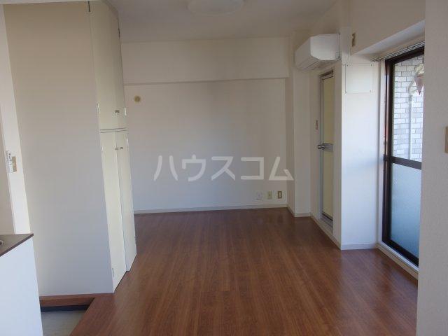 ラトゥールアンフィニ 601号室のリビング