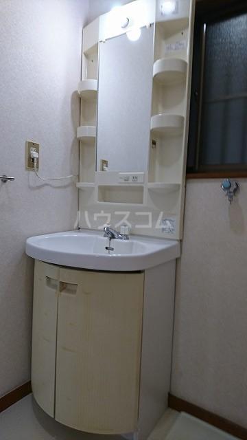 フラット武田 102号室の洗面所